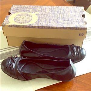 NWT Born Chelan Leather Flats